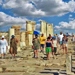 Turistik mekanlar için turizm tercümesi